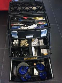Mallette complète de divers outils pour la dépose et la pose de pare-brise