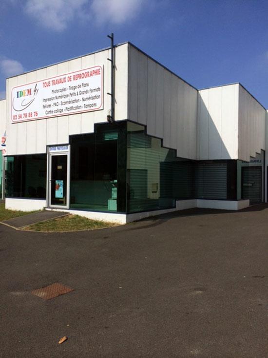 Vitres bureau fumées et teinte de protection solaire bâtiment à Saint-Laurent-Nouan(41)