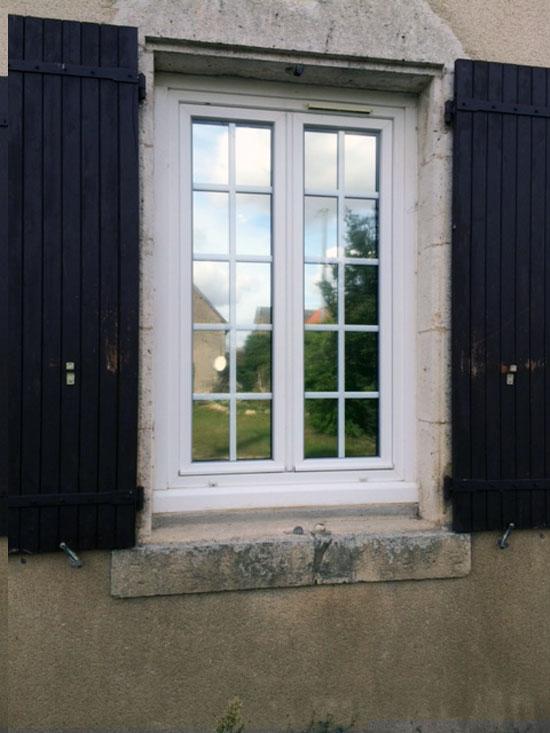 Vitres bureau fumées et teinte de protection solaire bâtiment à Saint-Aignan(41)