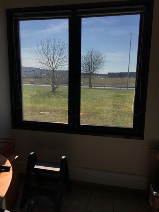 Vitres bureau fumées et teinte de protection solaire bâtiment à Saint-Ouen(41)