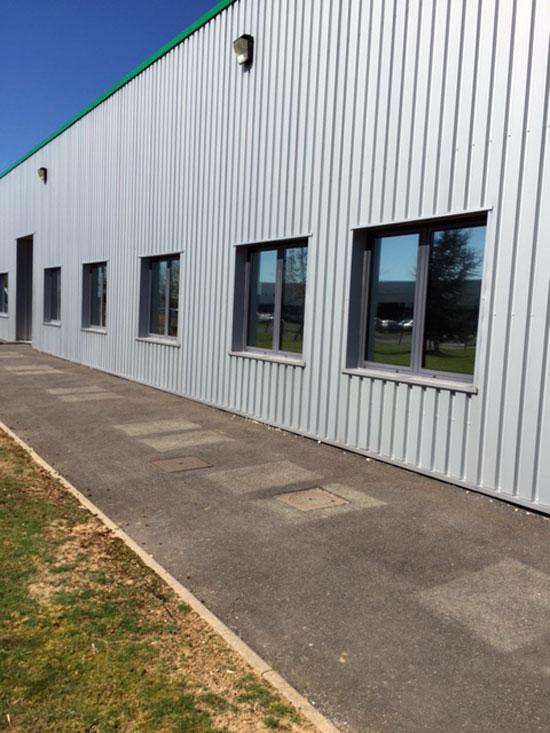 Vitres bureau fumées et teinte de protection solaire bâtiment à Mont-près-Chambord(41)