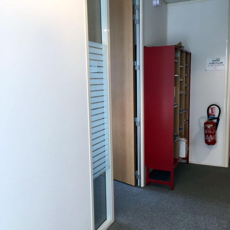 Vitres bureau fumées et teinte de protection solaire bâtiment à Cour-Cheverny(41)