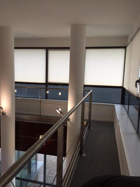 Vitres bureau fumées et teinte de protection solaire bâtiment à Cellettes(41)