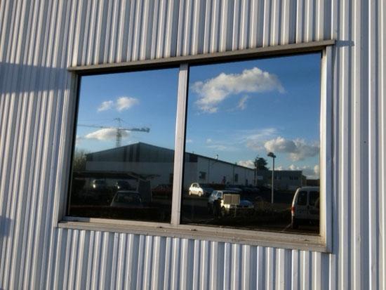 Vitres bureau fumées et teinte de protection solaire bâtiment à Montoire-sur-le-Loir(41)